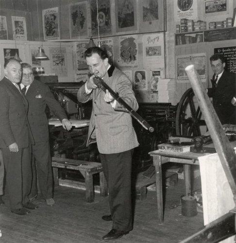 Cuando Dalí apuntó su fusil