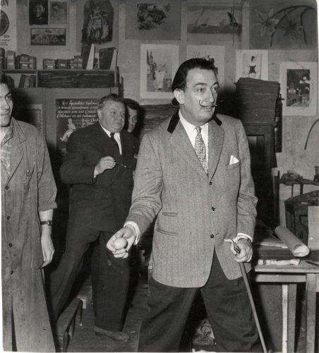 Dalí se prepara para tirar el huevo